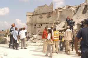 El presidente Rene Preval advirtió que muchos otros edificios presentan un riesgo similar de derrumbe en la empobrecida capital.