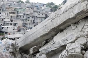 El presidente dijo que muchos edificios en todo Haití son peligrosos debido a la mala construcción y la falta de supervisión del gobierno.