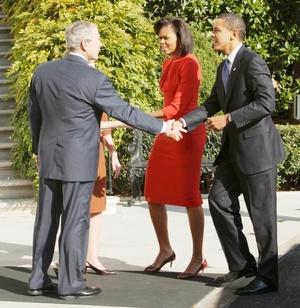La llegada de los Obama recordó a las de dignatarios extranjeros, aunque sin pompa ni tambores militares, discursos ni cosas similares.