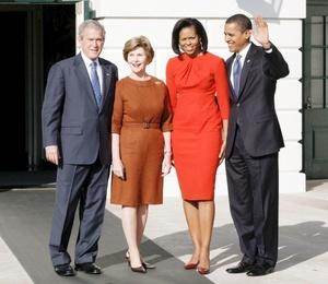 En una cálida invitación al próximo presidente y a su esposa, Michelle, para que recorran la residencia que habitarán a partir del 20 de enero, Bush exaltó la victoria de Obama como un triunfo en la historia de Estados Unidos.
