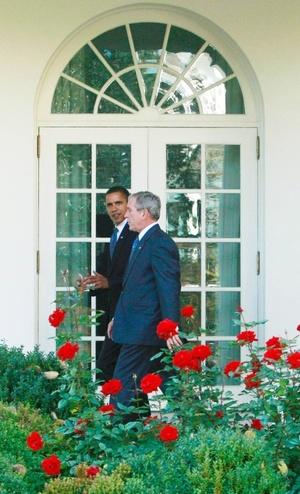 El contenido de la conversación es privado, aunque Bush adelantó la semana pasada que hablaría con Obama sobre la crisis económica, las guerras abiertas en Irak y Afganistán y la cumbre financiera del G-20 que se celebrará el próximo sábado en la capital estadounidense.