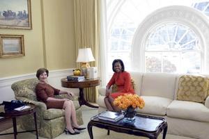Obama acudió a la cita procedente de Chicago acompañado de su esposa, Michelle, quien visitó la residencia oficial acompañada por la primera dama Laura Bush.