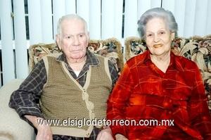 02112008 Alfonso Garza junto a su esposa Oralia Rodríguez de Garza.