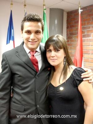 02112008 Anuhar y María Elena Román Valencia, vicepresidenta de la Sociedad de Alumnos de esta universidad.