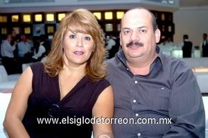 02112008 Gaby Morales de Juárez y Ricardo Juárez