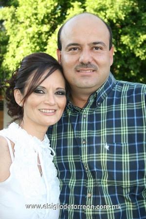 03112008 Cristina P. de Chaul y Emilio Chaul festejaron 20 años de matrimonio.