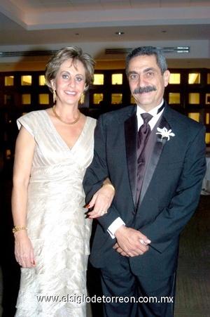 05112008 María del Carmen de Metlich y José Metlich Iza, padres del novio