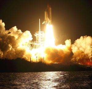 El único problema que pareció poner en peligro el comienzo de la misión fue una puerta que quedó mal cerrada durante los preparativos, pero los ingenieros de la NASA coincidieron en que no perjudicaría la partida