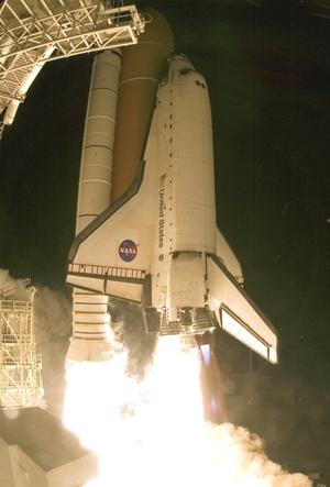 Endeavour ha comenzado su viaje al encuentro de la Estación Espacial Internacional. Todos los sistemas están funcionando, dijo el relator de la misión desde el Centro Espacial Johnson de la NASA en Houston (Texas).