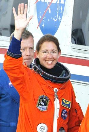 Sandra Mangus permanecerá en la Estación Espacial Internacional por cuatro meses con un posible regreso en febrero del 2009.