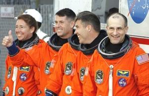 El transbordador espacial Endeavour, con una tripulación de siete astroanautas, despegó rumbo a una misión en la Estación Espacial Internacional.