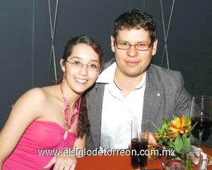 09112008 Katia Román y Toño Espinoza.