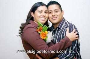 16112008 Cynthia Monserrat Sánchez Castaño y su prometido Felipe de Jesús Murillo Rodríguez, contraerán nupcias el seis de diciembre de 2008.