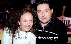 16112008 Gynna de la Garza y Lucio Rubio.