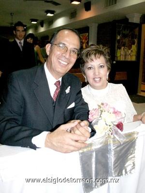 16112008 Sr. Jesús Nakamichi Aguilar y Judith Morales de Nakamichi celebrando sus Bodas de Plata.