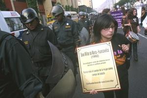 Los defensores de los derechos de las mujeres exhortaron al Gobierno federal mexicano a tipificar como delito el feminicidio y a lanzar un protocolo especial de investigación para este tipo de casos.