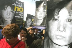 En México, el Observatorio Ciudadano Nacional contra el Feminicidio (OCNF) señaló que entre enero de 2007 y junio de 2008 fueron asesinadas más de mil mujeres.