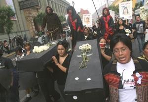 Las actividades para la conmemoración de este día incluyeron la presentación de informes sobre la violencia de género, marchas y protestas de centenares de féminas que exigieron un mayor compromiso de las autoridades para detener los crímenes y combatir la impunidad.