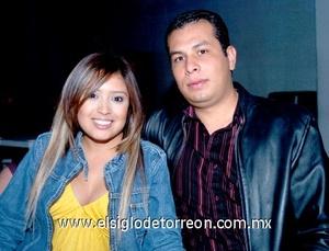 18112008 Malu Burciaga y Víctor Ramírez