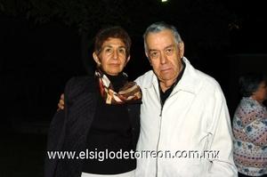 25112008 Isabel Salgado de Flores y Ramiro Flores.