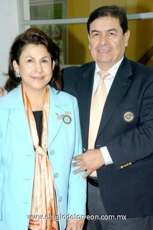 27112008 Leticia Martínez de Contreras y Guillermo Contreras, presidentes del Club Rotario Torreón