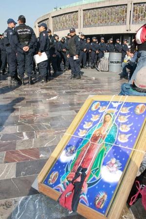 Seis mil efectivos, entre policías, personal de Protección Civil e inspectores delegacionales, velan por la seguridad de los fieles.