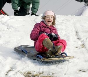 En el estado de Washington, Seattle recibió una acumulación de nieve de 10.1 centímetros (cuatro pulgadas), y en Spokane, la acumulación de 43 centímetros a las 4 de la madrugada rompió una marca -para un total de 24 horas- de 33 centímetros establecida en 1984.