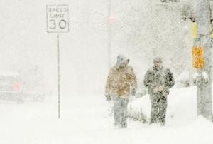Una tormenta de nieve en Las Vegas ocasionó que algunos vuelos fueran cancelados y que escuelas y carreteras fueran cerradas.