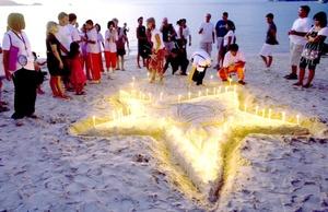 Miles de dolientes de varios países asiáticos recordaron con oraciones a las numerosas víctimas del funesto tsunami de hace cuatro años.