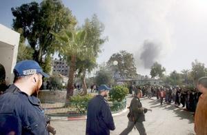 Hamas disparó al aire para mantener lejos a los familiares de los reos.