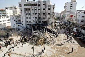 Aviones israelíes lanzaron ataques devastadores en Gaza y bombardearon uno de los principales complejos de seguridad de Hamas en Ciudad de Gaza, que incluye una prisión.