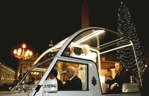 El papa Benedicto XVI exhortó a la sobriedad y solidaridad en el 2009 en momentos en que el mundo enfrenta graves problemas económicos y sociales.