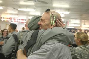 Soldados de Estados Unidos celebraron la llegada del 2009 en su campamento en Kabul, Afganistán.