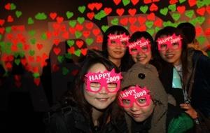 Las celebraciones fueron más bien tranquilas en China, donde los fuegos artificiales y festines son generalmente reservados para el Año Nuevo Lunar, que se iniciará el 26 de enero.