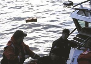Personal del cuerpo de bomberos que está atendiendo a los pasajeros confirmó a Efe que los pasajeros que están siendo enviados a la orilla neoyorquina del Hudson tienen problemas menores, entre ellos hay algunos afectados de hipotermia.