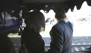 La futura primera dama de EU, Michelle Obama, cumplió  45 años, en compañía de decenas de miles de simpatizantes, en un histórico recorrido en tren que culminó con una fiesta improvisada en su honor en uno de los vagones.