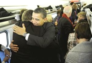 Obama llegó a Washington, en un tren contratado de la empresa Amtrak junto con 41 ciudadanos de a pie, en vísperas de un megaconcierto frente al monumento a Abraham Lincoln, el 16 presidente y gran emancipador que le ha servido de inspiración.