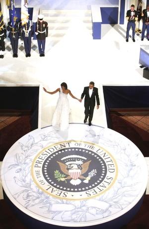 Antes de bailar, en un breve discurso a los asistentes a la gala reservada a los residentes del Distrito de Columbia, Obama resaltó la importancia de visitar primero la gala vecinal.