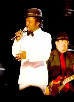 El rapero estadounidense will.i.am actúa durante el Baile inaugural del Barrio en el Centro de Convenciones Washington