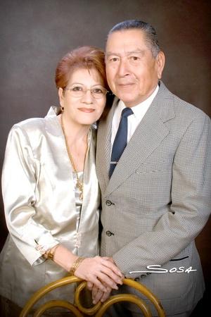 El Sr. José Henández Navarro y su esposa Sra. Élida Espino Medina celebraron sus Bodas de Oro con una misa de acción de gracias el pasado sábado siete de febrero de 2009.  <p> <i>Studio Sosa</i>