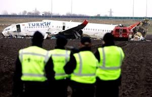 Al menos la mitad de las 50 personas lesionadas se encuentran en estado grave. Tras el accidente, dos de las cuatro pistas del aeropuerto de Schiphol permanecen cerradas.
