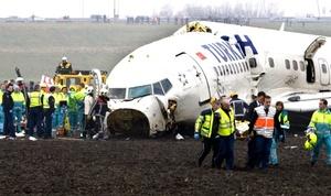 El fuselaje se partió en dos cerca de la cabina y la cola se separó.