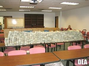 El Departamento de Justicia de Estados Unidos anunció hoy el arresto de 755 integrantes del mexicano cártel de las drogas de Sinaloa y el decomiso de 23 toneladas de drogas y 59 millones de dólares en efectivo.