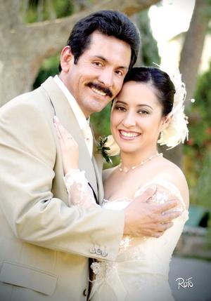 Sr. Martín Carlos Lara Terrazas y Srita. Alejandra Huerta Juárez contrajeron matrimonio por lo civil el pasado sábado siete de febrero de 2009 en punto de las 19:00 horas. <p> <i>Rofo Fotografía</i>