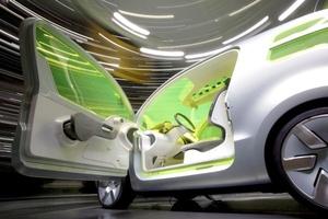 Destacan los 'coches verdes', ecológicos y económicos, como esperanza para superar una crisis sin precedentes en la industria.