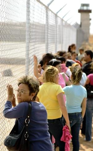 El penal tiene capacidad para mil personas, aunque actualmente tiene alrededor de 730.