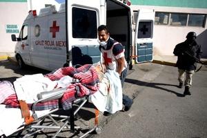 De los siete presos heridos, tres fueron hospitalizados y uno de ellos se reportaba como muy grave.