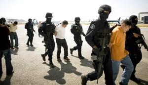 Los secuestradores se comunicaron con los familiares de las víctimas para pedir un rescate de dos millones de pesos que fue pagado en una fecha no definida.