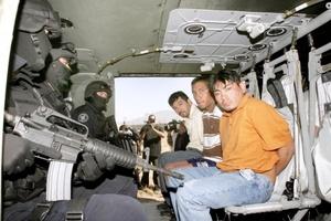 Entre los capturados se encuentra el líder de la banda de secuestradores, Alejandro Segura Téllez, alias El cepillo, de 35 años, originario de Poza Rica, Veracruz.