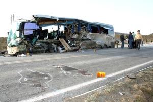 Las personas fallecidas son el chofer del autobús, César García Huerta de 46 años de edad, con domicilio en Linares, Nuevo León y 10 turistas, seis de origen estadounidense y cuatro canadienses.